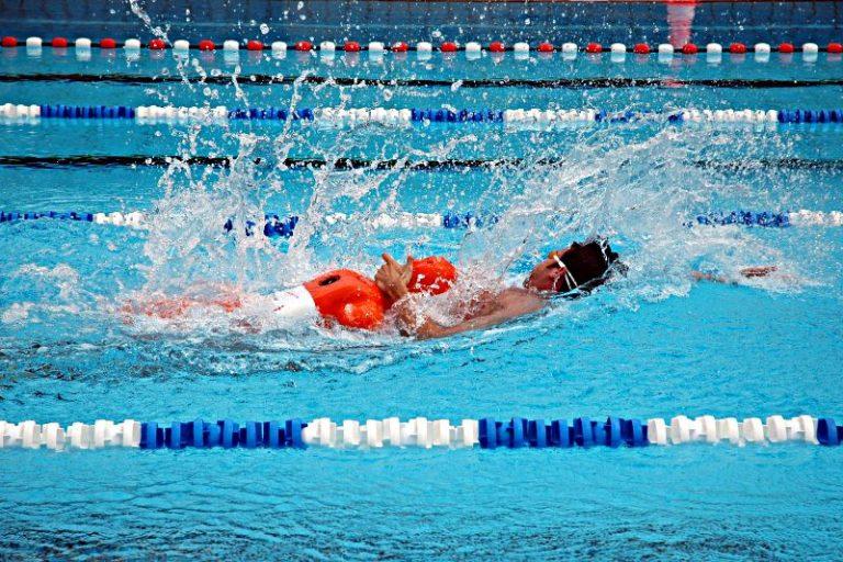 Nauka pływania? Im szybciej, tym lepiej! Zobacz wideo!